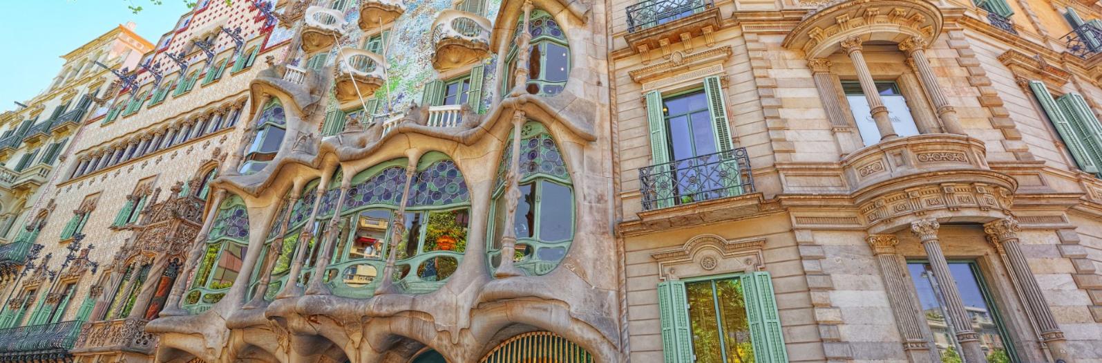 Paseo Gaudí Adarve Travel