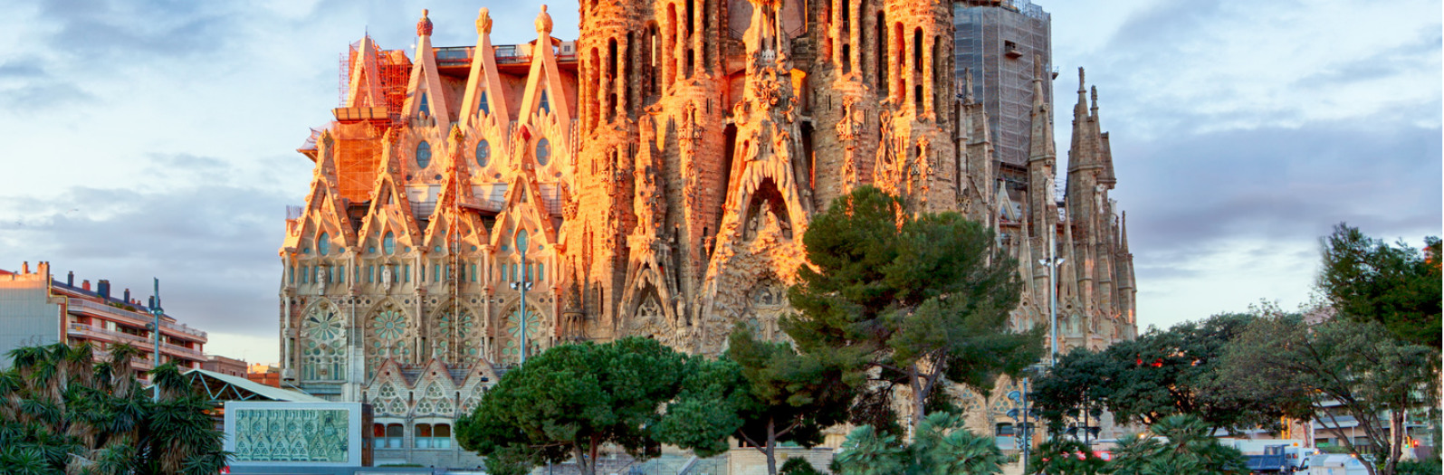 Sagrada Familia Adarve Travel