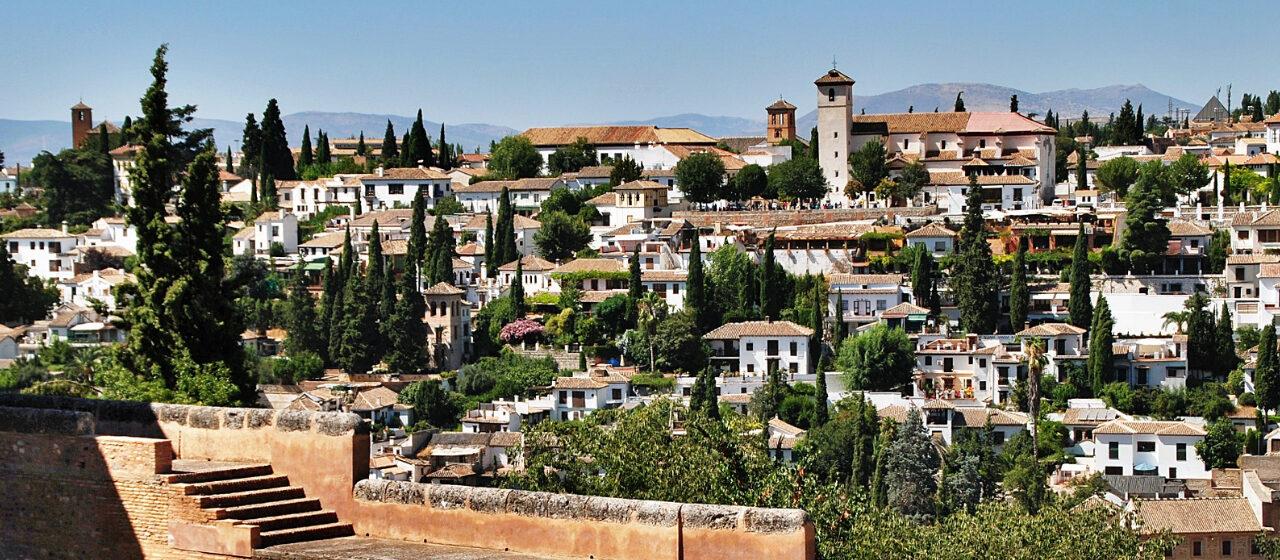 https://adarvetravel.com/wp-content/uploads/2020/05/Albaicín-Sacromonte-y-Madraza-1280x560.jpg