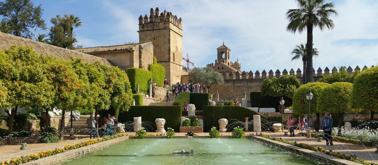 https://adarvetravel.com/wp-content/uploads/2020/05/Alcazar-de-los-Reyes-1280x560.jpg