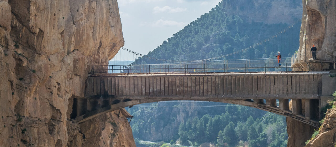 https://adarvetravel.com/wp-content/uploads/2020/05/Caminito-del-Rey-1280x560.jpg