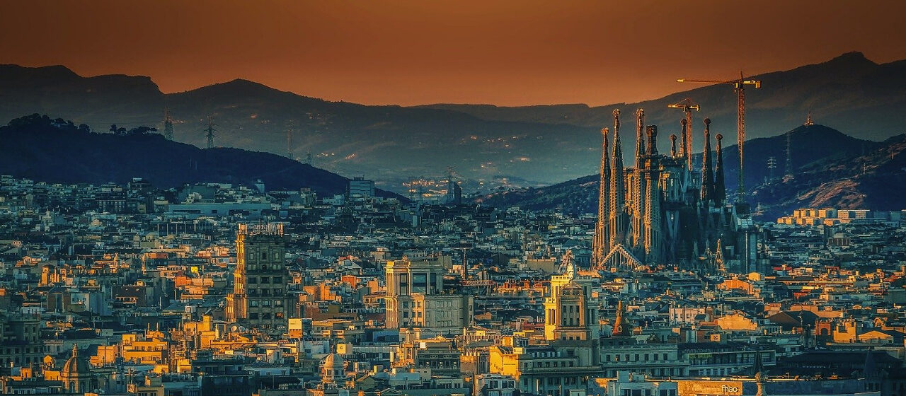 https://adarvetravel.com/wp-content/uploads/2020/05/Sagrada-Familia-Barcelona-1280x560.jpg