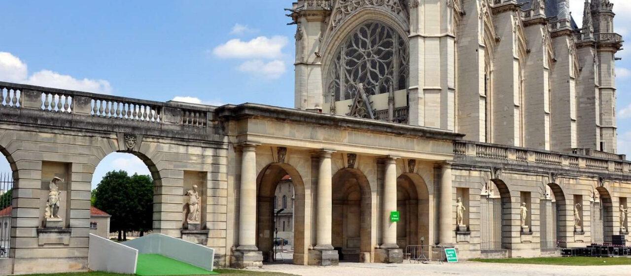 https://adarvetravel.com/wp-content/uploads/2020/05/Sainte-Chapelle-París-1280x560.jpg